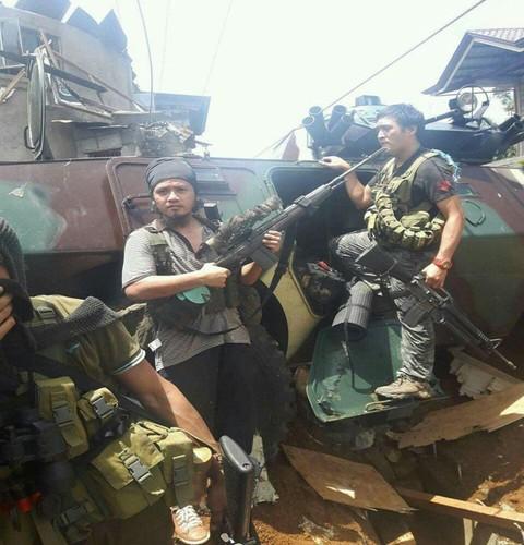 Anh: Phien quan chiem xe boc thep cua Quan doi Philippines-Hinh-3