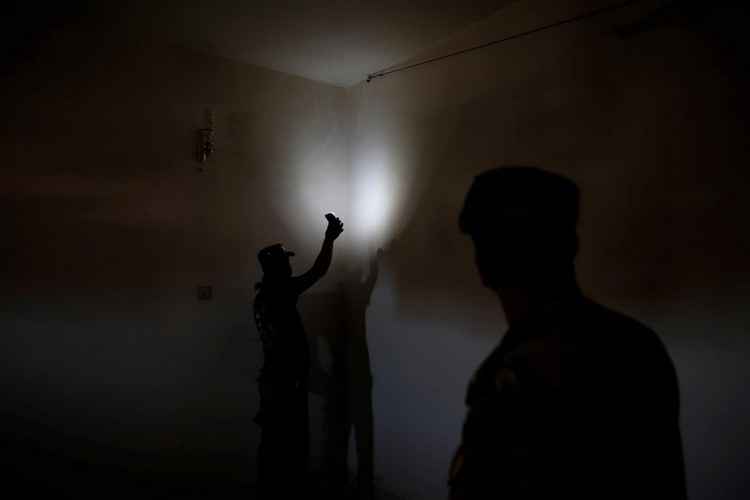 Dot nhap nha tu cua phien quan IS o thanh pho Mosul-Hinh-14