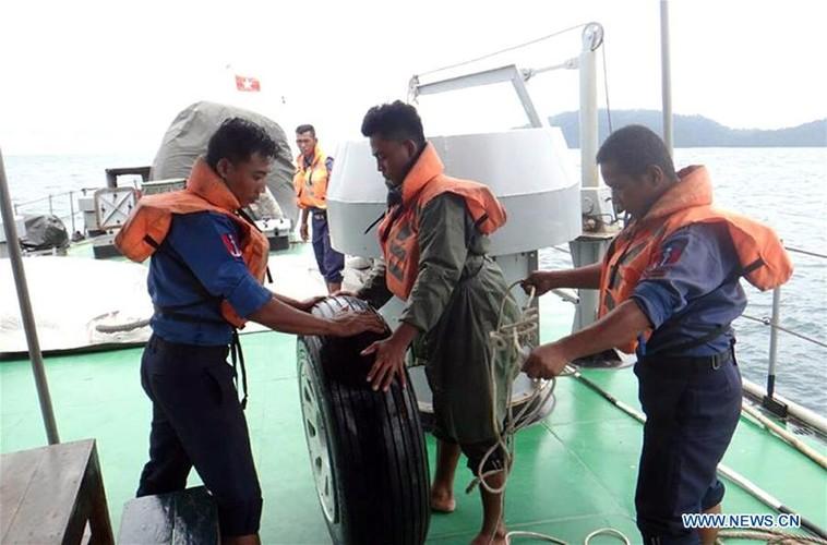 Hinh anh tim kiem nan nhan vu roi may bay o Myanmar-Hinh-7