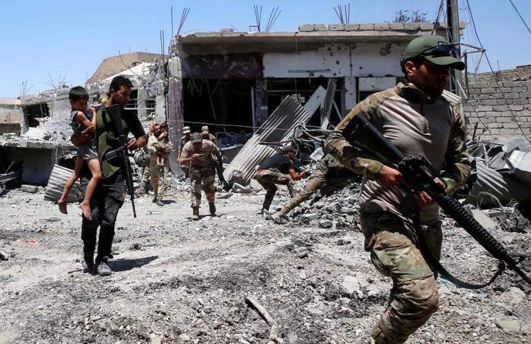 Hinh anh tre em Iraq chay khoi Tay Mosul-Hinh-10