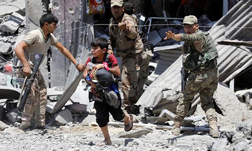 Hinh anh tre em Iraq chay khoi Tay Mosul-Hinh-2