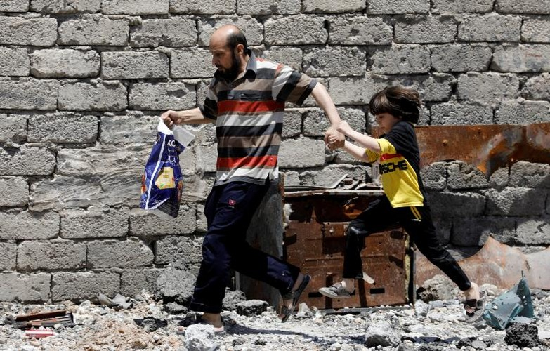 Hinh anh tre em Iraq chay khoi Tay Mosul-Hinh-3