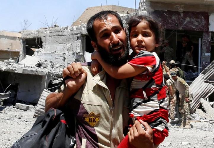 Hinh anh tre em Iraq chay khoi Tay Mosul-Hinh-5