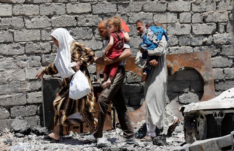 Hinh anh tre em Iraq chay khoi Tay Mosul-Hinh-9