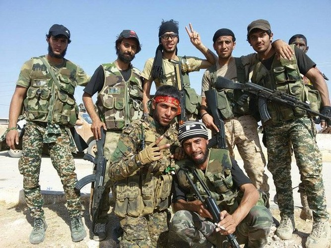 Chum anh dan quan Iraq tiep suc cho Syria tren bien gioi-Hinh-9