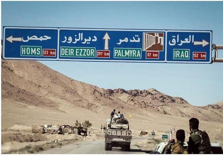 Chum anh dan quan Iraq tiep suc cho Syria tren bien gioi