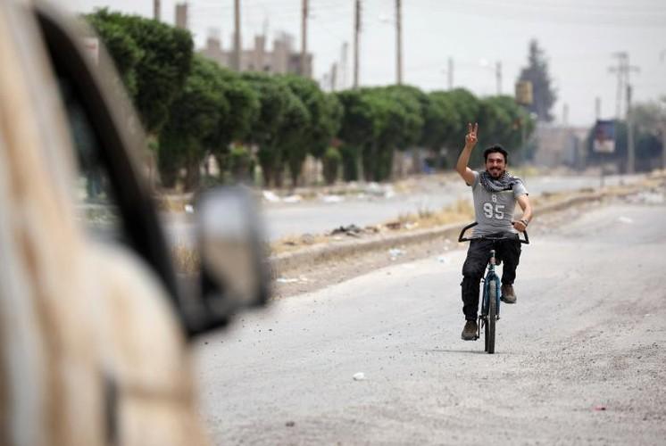 Anh nong hoi chien dich giai phong Raqqa khoi phien quan IS-Hinh-10