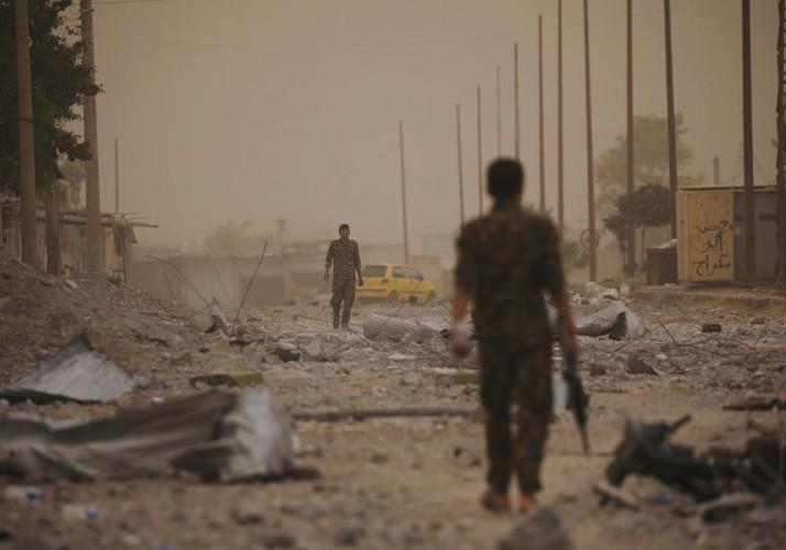 Anh nong hoi chien dich giai phong Raqqa khoi phien quan IS-Hinh-13