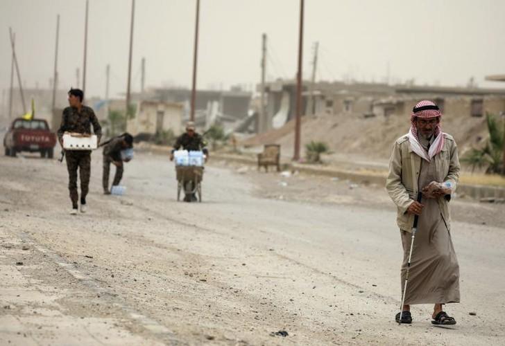 Anh nong hoi chien dich giai phong Raqqa khoi phien quan IS-Hinh-16