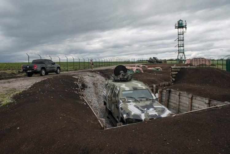 Can canh hang rao bien gioi Ukraine-Nga-Hinh-5