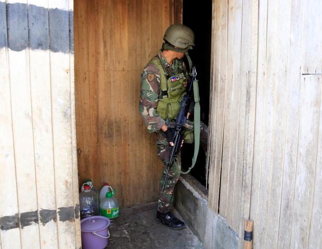 Anh: Quan doi Philippines tan cong khung bo o Marawi-Hinh-10