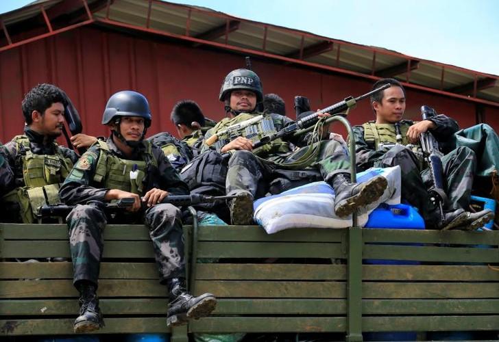 Anh: Quan doi Philippines tan cong khung bo o Marawi-Hinh-2