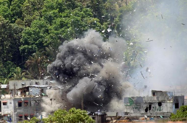 Anh: Quan doi Philippines tan cong khung bo o Marawi-Hinh-4
