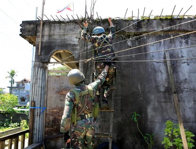 Anh: Quan doi Philippines tan cong khung bo o Marawi-Hinh-5