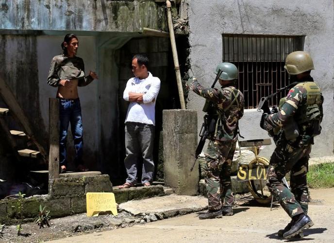 Anh: Quan doi Philippines tan cong khung bo o Marawi-Hinh-9