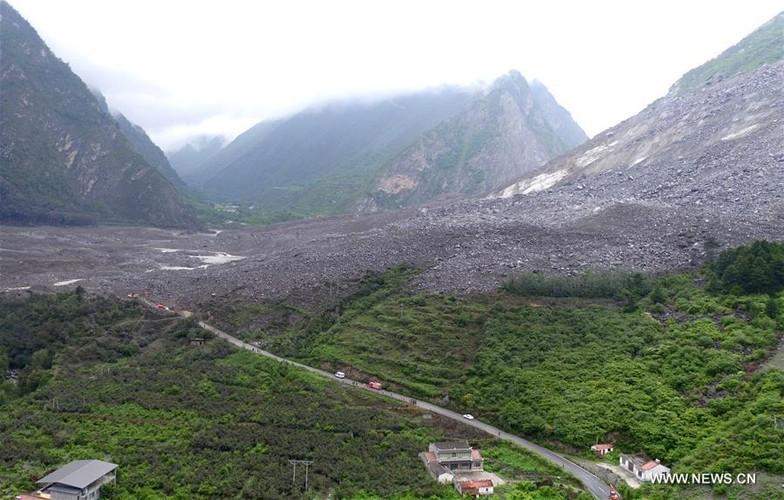 Hien truong lo dat kinh hoang o Trung Quoc, 141 nguoi mat tich-Hinh-12