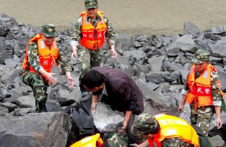 Hien truong lo dat kinh hoang o Trung Quoc, 141 nguoi mat tich-Hinh-4