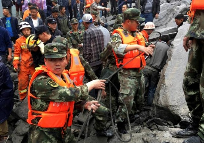 Hien truong lo dat kinh hoang o Trung Quoc, 141 nguoi mat tich-Hinh-5