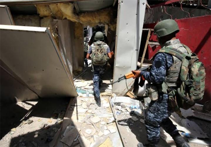 Anh: Quan doi Iraq thoc sau vao khu pho co Mosul-Hinh-6
