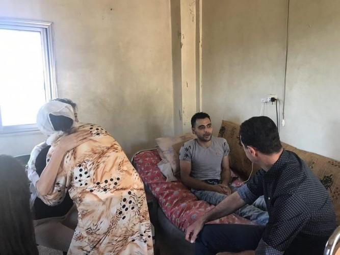 Anh: Tong thong Assad tham binh si Syria bi thuong o Hama-Hinh-4