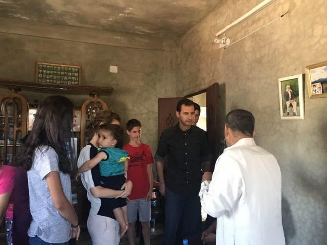 Anh: Tong thong Assad tham binh si Syria bi thuong o Hama-Hinh-9