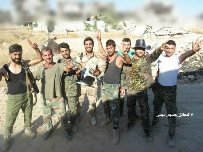 Anh: Quan doi Syria ban ha UAV cua khung bo than al-Qaeda-Hinh-7