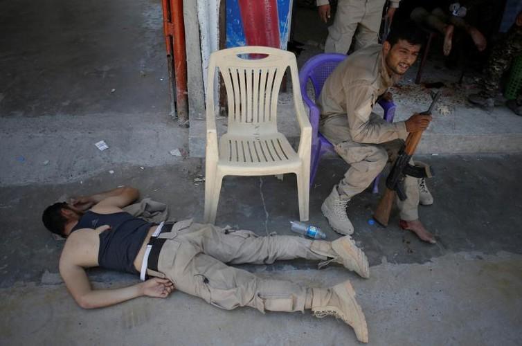 Canh kinh hai ben trong benh vien da chien o Raqqa-Hinh-5