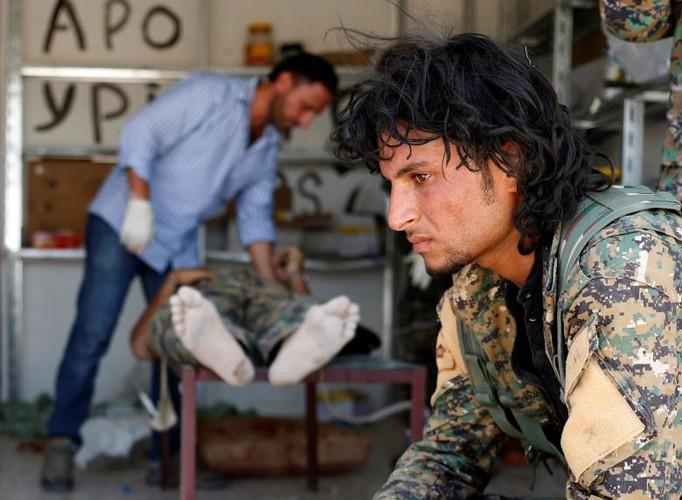 Canh kinh hai ben trong benh vien da chien o Raqqa-Hinh-6