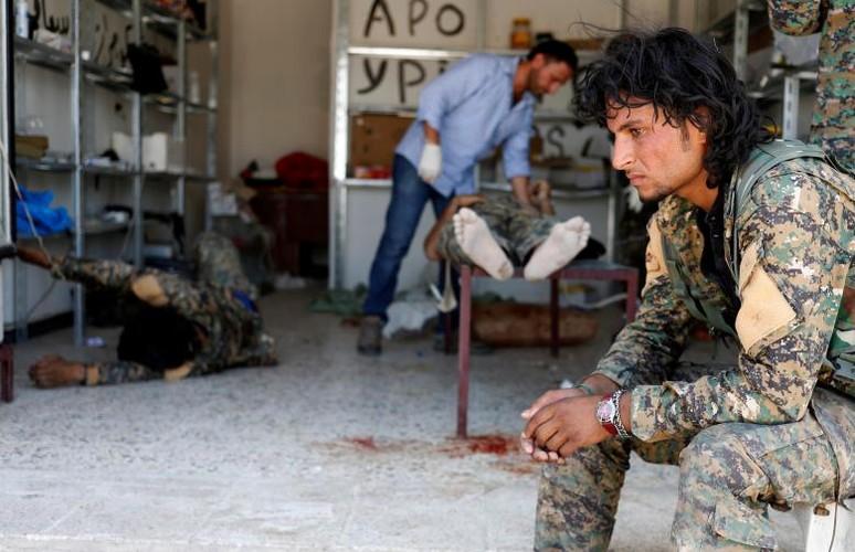 Canh kinh hai ben trong benh vien da chien o Raqqa