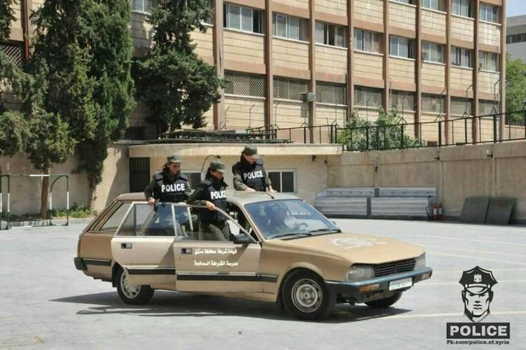 "Chum anh nu canh sat Syria xinh dep ""kho luyen"" o Damascus-Hinh-10"