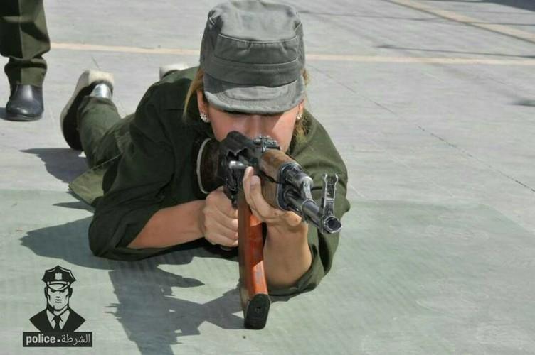 "Chum anh nu canh sat Syria xinh dep ""kho luyen"" o Damascus-Hinh-11"