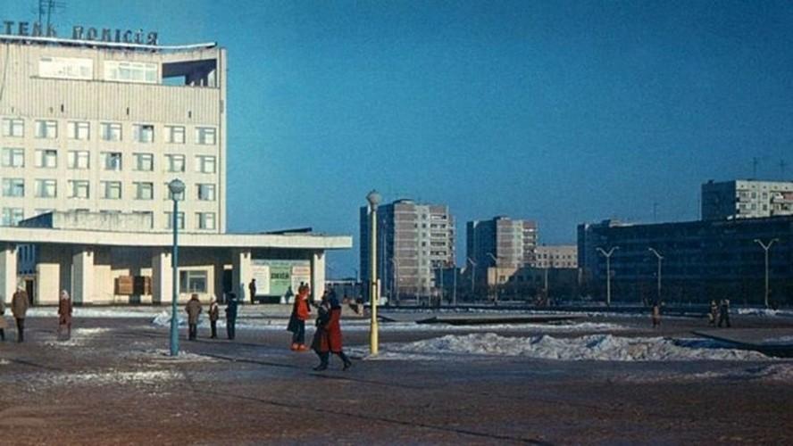 Kinh ngac thi tran Pripyat truoc va sau tham hoa Chernobyl-Hinh-3