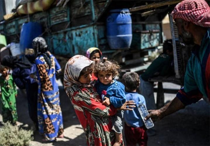 Anh: Giao tranh ac liet, thuong dan Syria lu luot roi Raqqa-Hinh-3