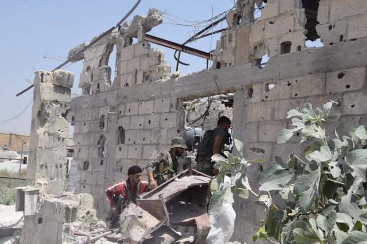 Anh: Dai thang, quan Syria hung huc khi the chien dau o Damascus-Hinh-3
