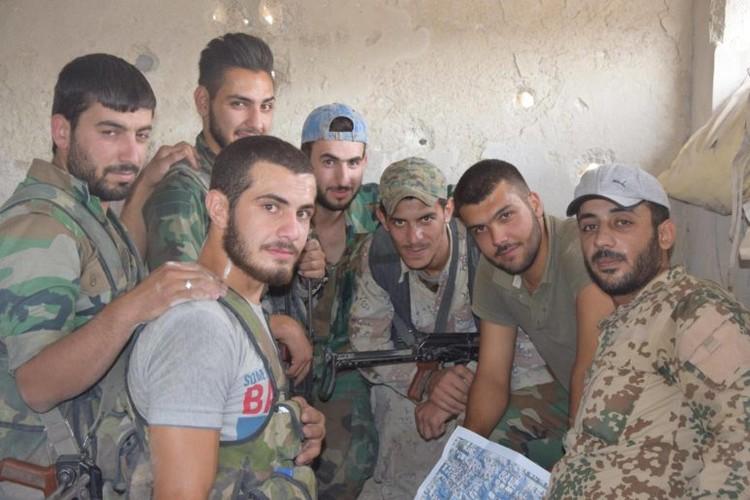 Anh: Dai thang, quan Syria hung huc khi the chien dau o Damascus-Hinh-5