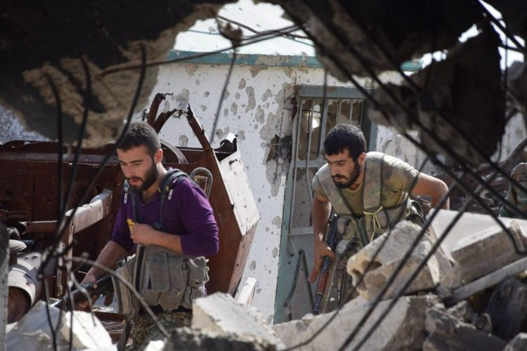 Anh: Dai thang, quan Syria hung huc khi the chien dau o Damascus-Hinh-6