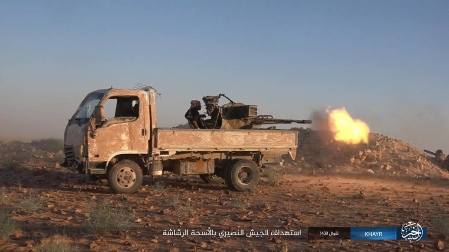 Chum anh IS phan cong quan doi Syria gan Deir ez-Zor-Hinh-11