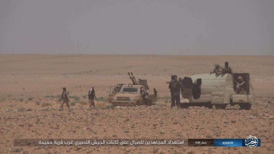Chum anh IS phan cong quan doi Syria gan Deir ez-Zor-Hinh-12