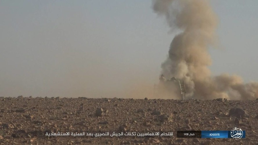 Chum anh IS phan cong quan doi Syria gan Deir ez-Zor-Hinh-4