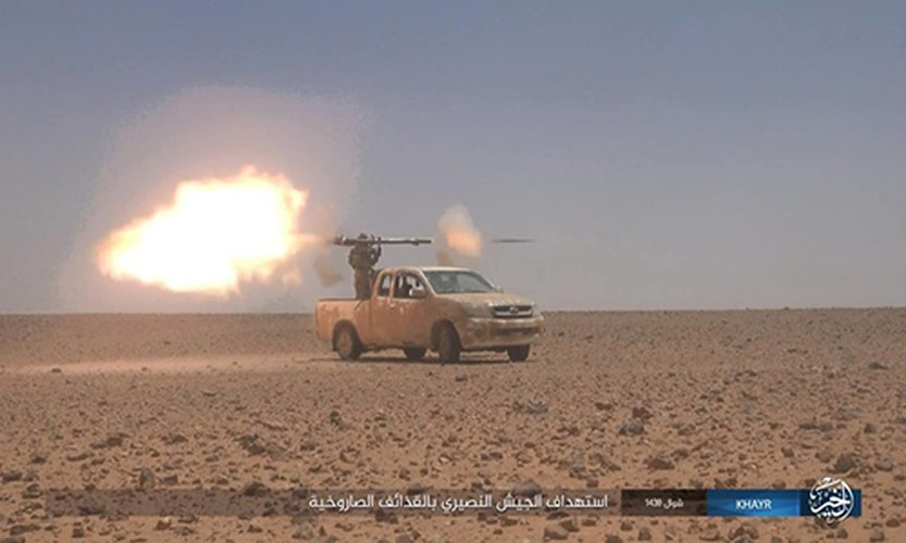 Chum anh IS phan cong quan doi Syria gan Deir ez-Zor-Hinh-5