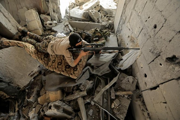 "Anh: SDF doc suc danh IS tai ""thu phu"" Raqqa"