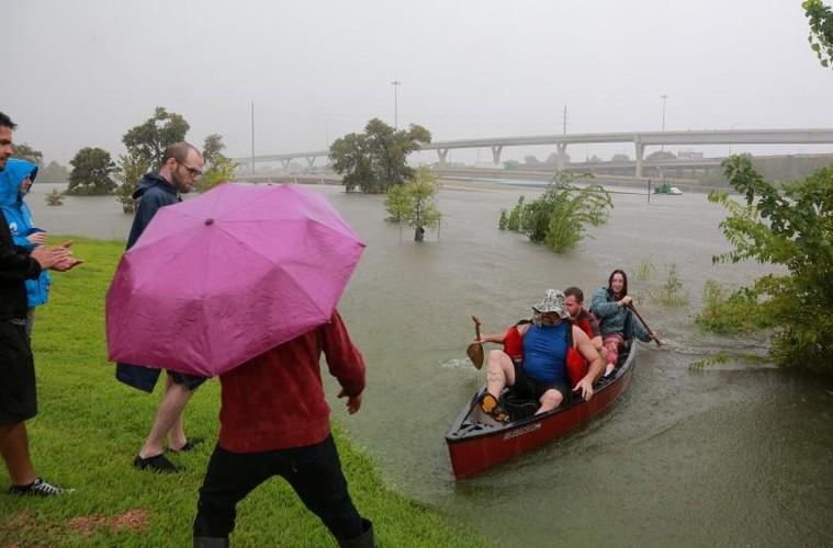 Canh ngap lut kinh hoang o Texas vi sieu bao Harvey-Hinh-2
