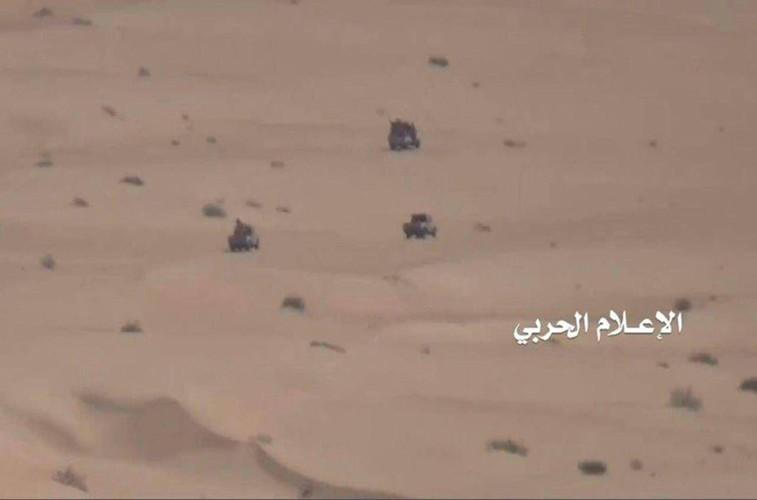 Anh: Quan Houthi diet nhieu xe va binh si A-rap Xe-ut-Hinh-2
