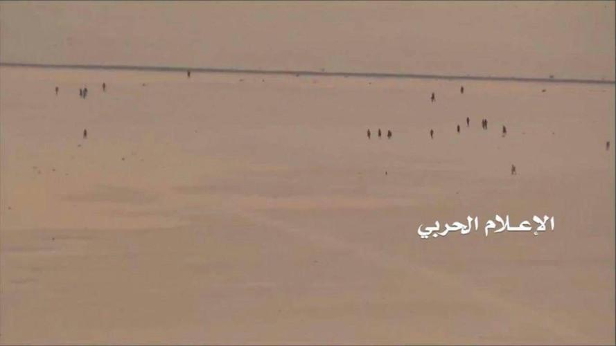 Anh: Quan Houthi diet nhieu xe va binh si A-rap Xe-ut-Hinh-3