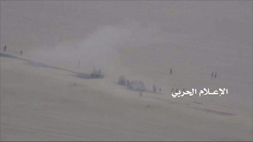 Anh: Quan Houthi diet nhieu xe va binh si A-rap Xe-ut-Hinh-4