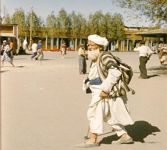Binh di cuoc song thuong nhat o Uzbekistan nam 1956-Hinh-14