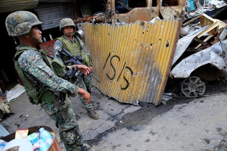 Khoc liet cuoc chien chua hoi ket o thanh pho Marawi