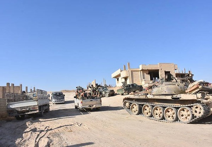 Anh: Quan doi Syria tan cong vu bao o Deir Ezzor-Hinh-8
