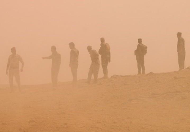 Anh: Iraq giai phong vung trong yeu gan bien gioi voi Syria-Hinh-4