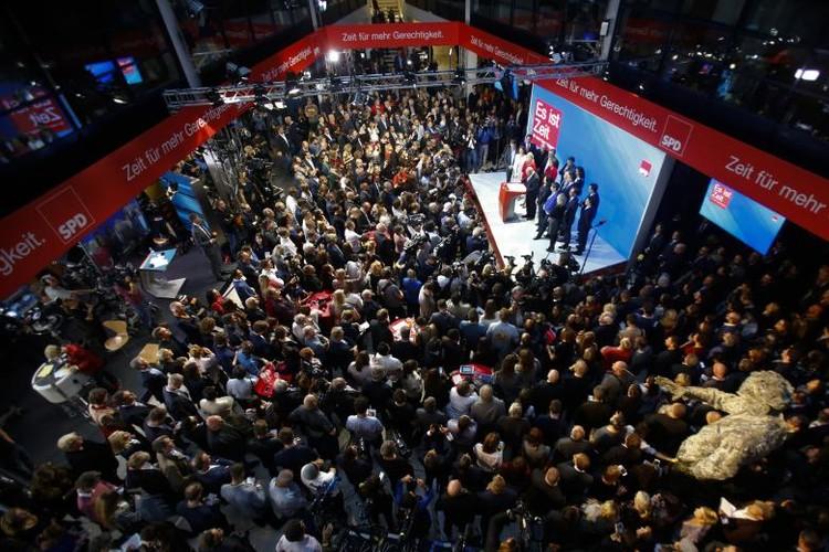 Anh: Thu tuong Merkel thang loi dang cay trong bau cu Duc-Hinh-10